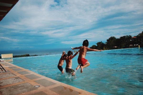 Estate in piscina