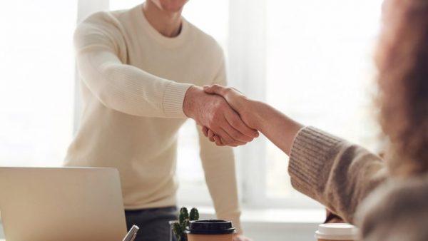 3 look per un colloquio di lavoro a seconda del tipo di azienda